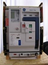 Фотография автоматического выключателя GE марки MPACT Plus на 2000 ампер