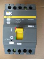 Фотография автомата ВА 88-32 на 100А изготовления компании IEK