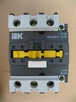 Фото электромеханического контактора КМИ 46512 на 65А с управляющей катушкой на напряжение 220 вольт выпуска ИЭК