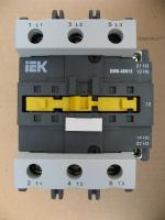 Фотография электромеханического контактора КМИ 48012 на номинальный ток 80А с управляющей катушкой 220 вольт изготовления IEK