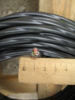 Фотография силового кабеля ВВГ 3х4 с тремя медными нелужёными однопроволочными жилами