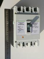 Фото силового автоматического выключателя АВ3003 на номинальный ток 200 ампер производства ПромФактор (Кривой Рог, Украина)