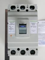 Внешний вид трехполюсного автоматического выключателя АВ3004 на 250А изготовления ПромФактор