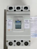 Фотография силового автоматического выключателя АВ3004 на номинальный ток 400А, его характеристики и условия работы на странице