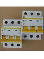 Фото модульных автоматов ВА47-29 с тремя полюсами на 50 и 63 ампера производства ИЭК