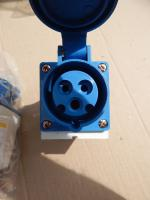 Фотография стационарной розетки с тремя контактами (2P+PE) на номинальный ток 16 ампер