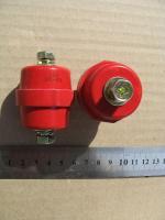 Фотография шинного изолятора SM 40 из негорючего полимера красного цвета