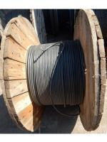 Фотография деревянного барабана с силовым медным проводом марки ПВ3 70 в чёрной изоляции