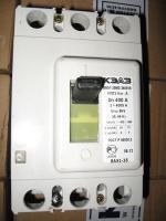 Фотография трёхполюсного автоматического выключателя серии ВА 51-35 М3 на номинальный ток 400 ампер изготовления Курского электроаппаратного завода