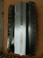 Фотография стального оцинкованного спуска 500х100 под создание трассы для прокладки кабеля или провода