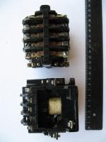 Фотография электромагнитного пускателя ПМЕ 111 на 10А сверху и сбоку