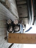 Фотография сечения самонесущего изолированного провода СИП-4 4х95 с четырьмя жилами в изоляции из сшитого полиэтилена