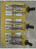 Фотография трёхполюсного разрывного разъединителя РЕ19-44 на 2000А с ручным приводом для каждого полюса заднего присоединения