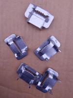 Фотография скреп СУ-20 из нержавеющей стали для фиксации бандажной ленты на анкерных опорах