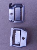 Фото скрепы СК для закрепления кронштейнов и других элементов на опорах ВЛИ (изолированные воздушные линии)