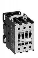 Изображение трёхполюсного контактора с маркировкой CL07A300MN на 65А изготовления корпорации General Electric