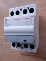 Фотография бытового контактора CTX 63-40 с четырьмя контактами на 63 ампера с шириной равной 3 модулям