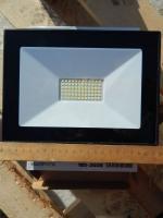Светодиодный прожектор на 50 Ватт для освещения подъездов зданий, рекламных вывесок, улиц и площадей