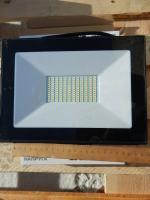 Фотография светодиодного (LED) прожектора на 100 Ватт со степенью защиты IP65 для подсветки витрин магазинов, улиц, спортивных стадионов