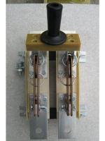 Фотография двухполюсного разрывного разъединителя РЕ19-37 21110 на номинальный ток 400 ампер в с передним центральным приводом (для примера)