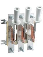 Фотография трёхполюсного разъединителя РЕ19-39 исполнения 31170 с отдельной изолированной рукояткой на каждый из полюсов