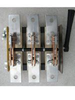 Фотография разрывного рубильника РЕ19-41 исполнения 31150 с рукояткой на бок распределительного щита на номинальный ток 1000 ампер