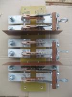 Фотография трёхполюсного разрывного разъединителя РЕ19-44 на 2000 ампер исполнения 31160 с отдельной рукояткой на каждый полюс