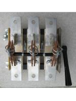 Фотография рубильника на одно направление РЕ19-37 исполнения 31150 на 400 ампер с боковым смещённым приводом