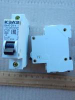 Фотография модульного автоматического выключателя ВА47-29 1Р на 50 ампер производства КЭАЗ для монтажа на DIN-рейку