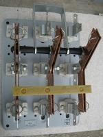 Фотография трёхполюсного перекидного или реверсивного выключателя-разъединителя ПЦ-2 на номинальный ток 250 ампер для ввода основного или резервного питания