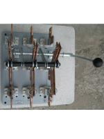 Фотография трёхполюсного переключателя ПЦ-6 на номинальный ток 630 ампер для ввода основного или резервного питания