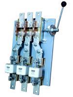 Фотография разъединителя-предохранителя РПБ-10 на тепловой ток 1000 ампер с тремя предохранителями и боковым выносным приводом