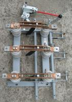 Фотография разъединителя РВЗ-10/630 на 630 ампер с тремя заземлителями и шестью упорными изоляторами