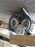 Фотография сечения силового бронированного кабеля АВБбШвнг 4х240 в исполнении пониженной горючести для групповой прокладки в шахтах или туннелях