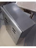 Фотография нержавеющего навесного электрического корпуса размерами 400х300х200 мм